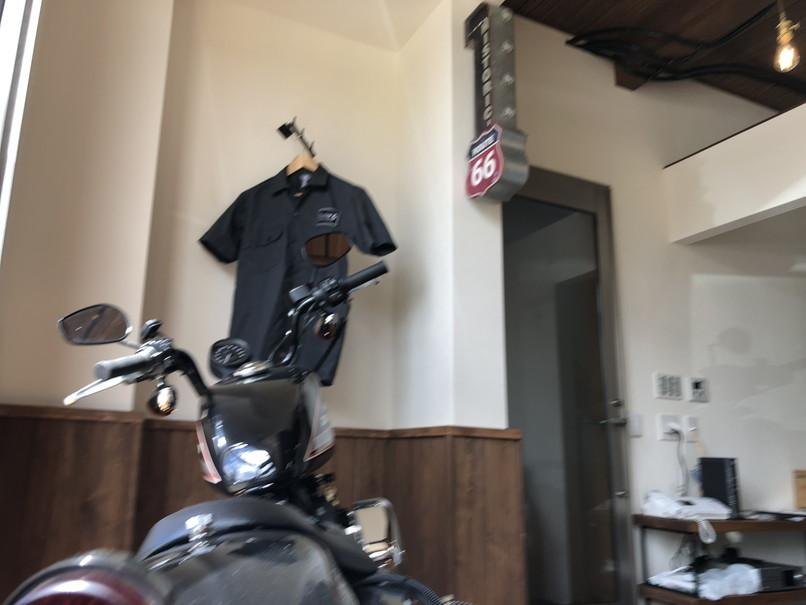 garage cafe & bar PEACE 内観
